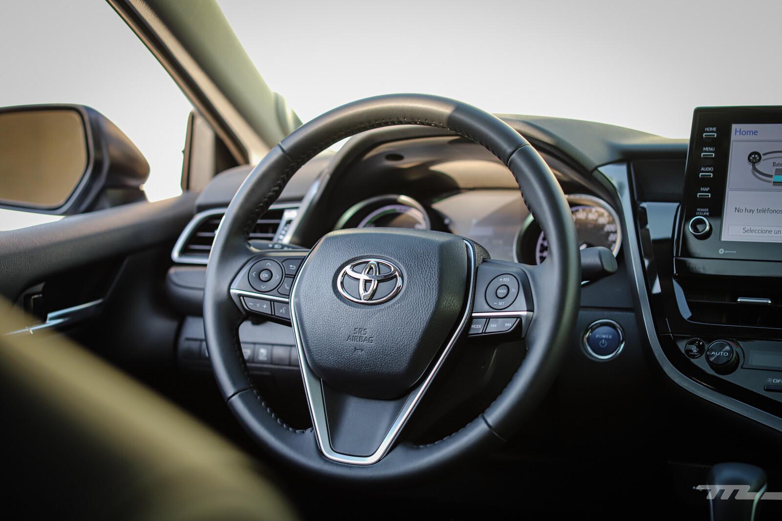 Foto de Toyota Camry Hybrid 2021 (28/38)