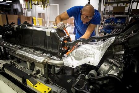 Francia avisa: el reciclaje de las baterías de los coches híbridos y eléctricos podría ser un problema para los desguaces