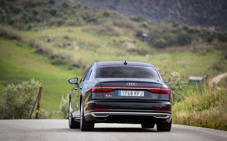 Audi A8 2018 trasera en marcha