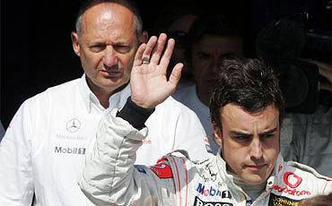 Dennis veta la salida de Alonso a uno de los grandes