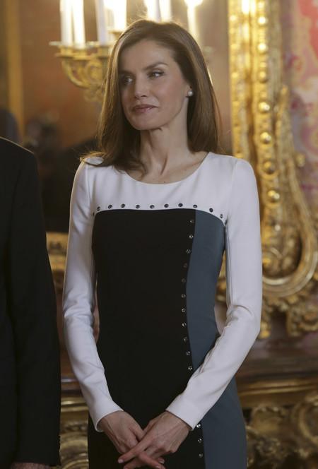 Doña Letizia regresa a su estilo clásico repitiendo modelito