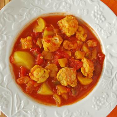 Guiso aromático de pescado de inspiración sudafricana: receta de cuchara marinera llena de sabor