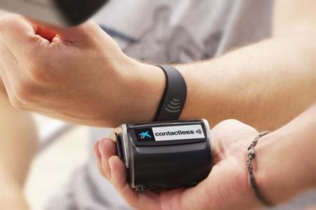 VISA también tiene una pulsera pero ésta te sirve para pagar tus compras