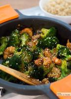 Salteado de brócoli y gambas con salsa de ostras. Receta