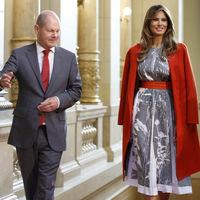 Melania Trump se decanta por el rojo republicano en la recepción del alcalde de Hamburgo