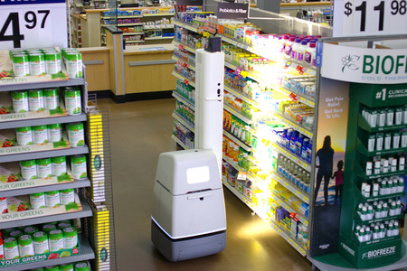 Este robot autónomo será el encargado de revisar que no falte nada en los pasillos del supermercado