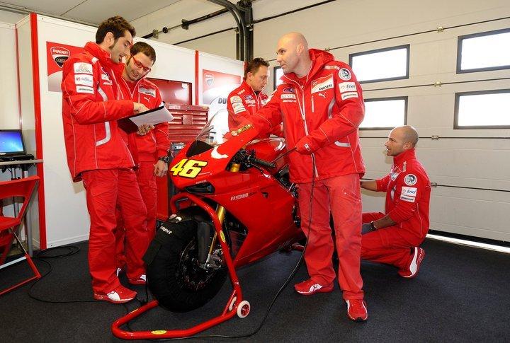 Foto de Valentino Rossi y la Ducati 1198 SP (8/8)