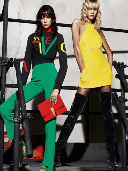 Karlie Kloss, Lexi Boling y Caroline Trentini juegan al parchís en la campaña Versace Otoño-Invierno 2015/2016