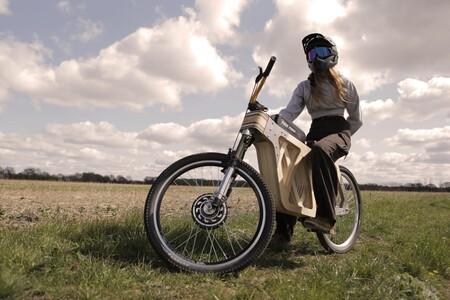Esta bicicleta eléctrica de fabricación casera tiene un chasis exclusivamente de madera y puede alcanzar los 45 km/h
