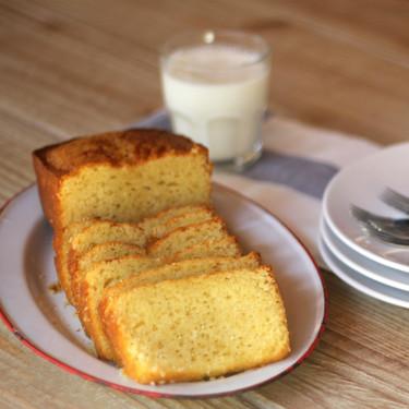 Bizcocho de crema de leche condensada y limón, la merienda con sabor dulce y ácido que engancha