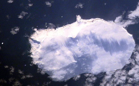 Esta es la isla más remota del mundo para sentirte de verdad en otro planeta