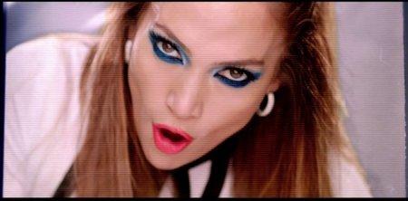 Jennifer López luce la tendencia azul en el video T.H.E. (The Hardest Ever) de will.i.am