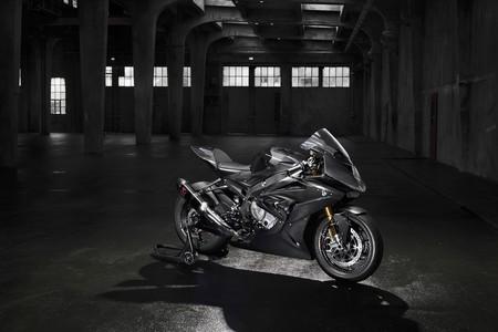 ¿Quién da más? BMW presenta la HP4 Race, una superdeportiva con chasis en fibra de carbono