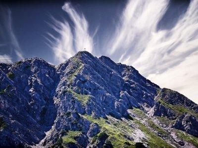 Esta es la única persona que ha escalado las tres montañas más altas del mundo