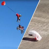 ¡De locos! Esto es MotoBASE y es de lo más bestia que puedes hacer con una moto y un paracaídas