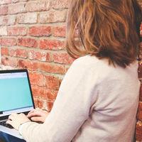 Trabajar de pie, las pausas y la salud en el empleo