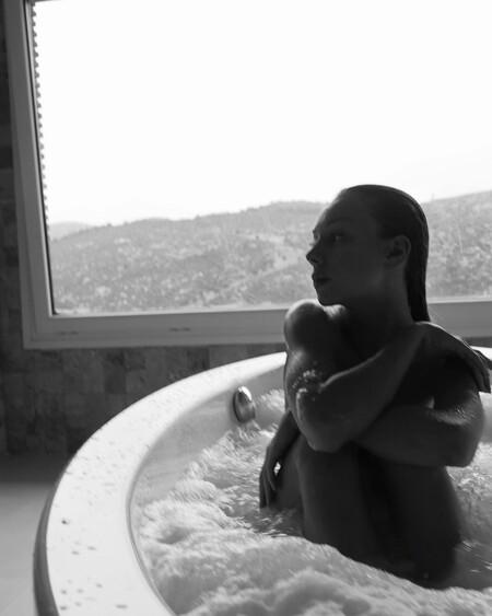 ester exposito desnuda bañera