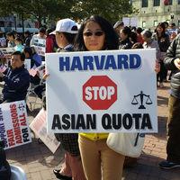 Por qué los asiáticos llevan a Harvard a los tribunales por discriminarles en favor de negros e hispanos