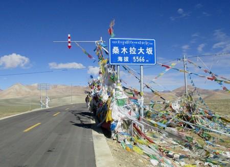La carretera más alta del mundo: una autopista al cielo a más de 5.500 metros