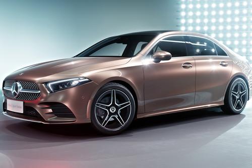 Así es el Mercedes-Benz Clase A Berlina de batalla larga, aunque es sólo para China
