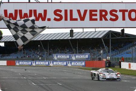 Karl Wendlinger y Ryan Sharp ganaron la primera cita del FIA GT en Silverstone