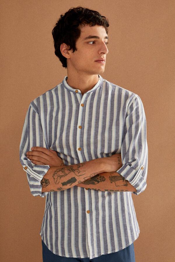 Camisa a rayas verticales cuello mao