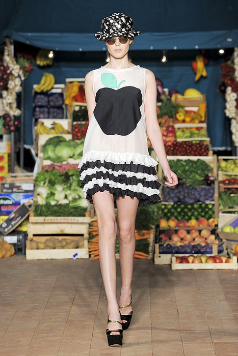 Foto de Moschino Cheap and Chic Primavera-Verano 2012 (12/28)