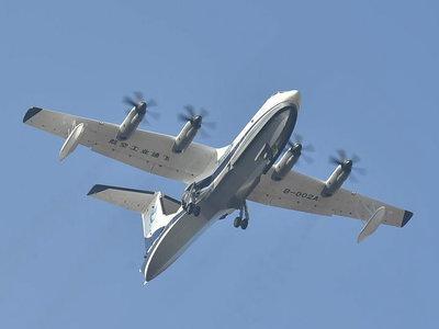 El AG600 Kunlong es el avión anfibio más grande del mundo y ha completado su primer vuelo
