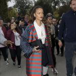 Rihanna se viste de rayas para visitar la Tour Eiffel