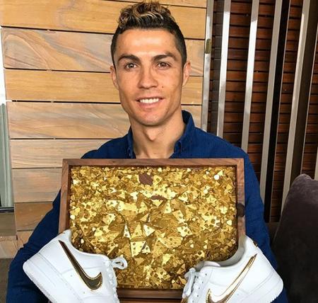 Ronaldo compra un edificio en la Gran Vía de Madrid para abrir un hotel