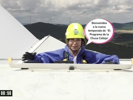 Ana Rosa Quintana vuelve a su programa con complejo de Jesús Calleja: arranca la nueva temporada subida a un molino de viento y con pullita a 'Sálvame' incluida