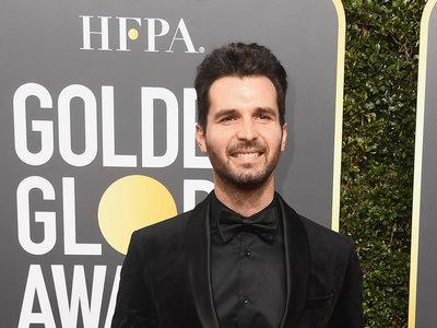 Andrea Iervolino domina el total black look para los Golden Globes 2018