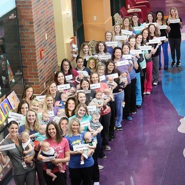 El embarazo sí que es contagioso: 36 enfermeras de una UCIN en Estados Unidos dan la bienvenida a sus bebés este año
