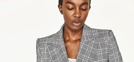 Este es el blazer de Zara que ha tomado Instagram y se ha agotado en medio mundo... ¡y sigue disponible en la web!