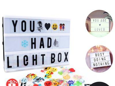 Caja de luz cinematográfica de 104 letras y 85 emojis por 9,99 euros en oferta flash.