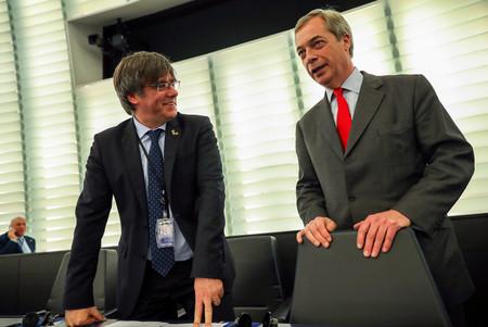 Farage, Vox y el nacionalismo belga: los incómodos compañeros de viaje de Puigdemont en Bruselas