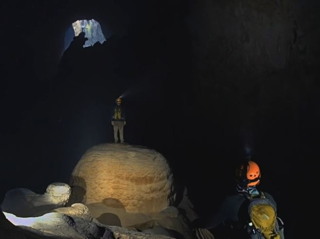 Nos adentramos en Hang Sơn Đoòng, la gruta más grande del Planeta