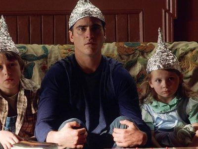 La extraña relación entre Clinton, Blink 182, el Vaticano y la inteligencia extraterrestre