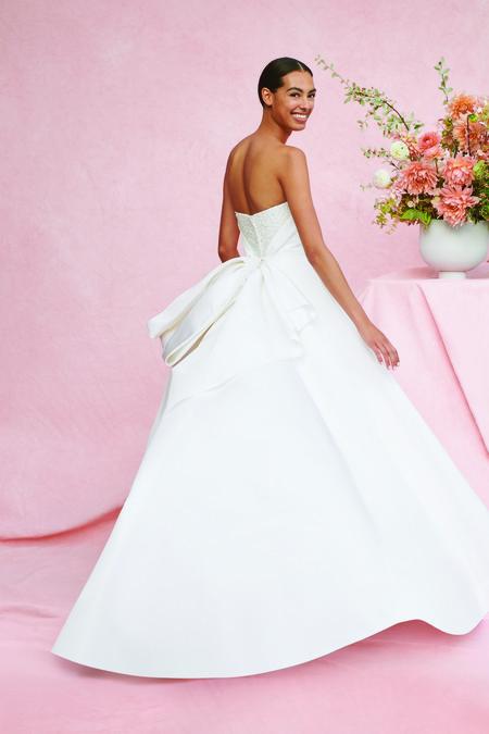 Carolina Herrera nos enamora con su romántica colección de novias 2020