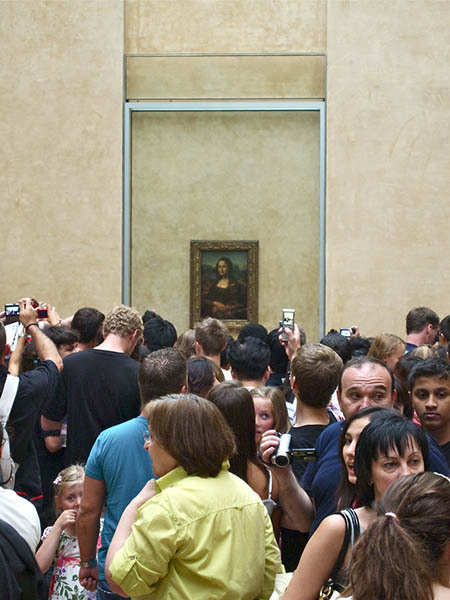 The Mona Lisa Performs for Tourists