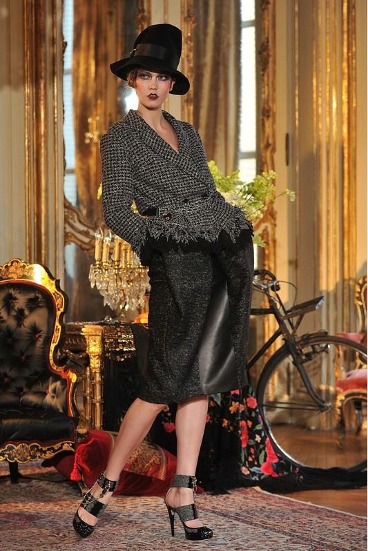 Foto de John Galliano Otoño-Invierno 2011/2012 en la Semana de la Moda de París: sobre la pasarela, un genio (1/13)