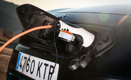 Kia y Repsol, postes de cara coches eléctricos