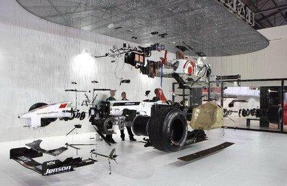 Honda F1: Despedazado y colgado