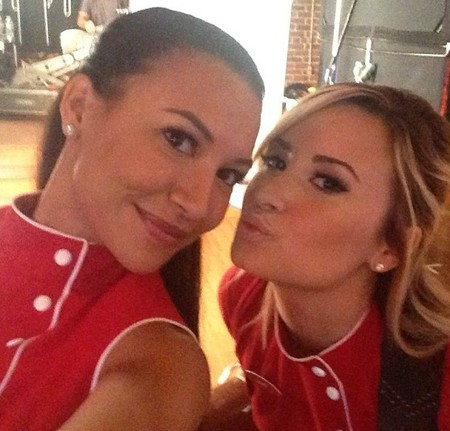 Demi Lovato y Naya Rivera, los ensayos con más morbos de la tele... ¡en su caravana!