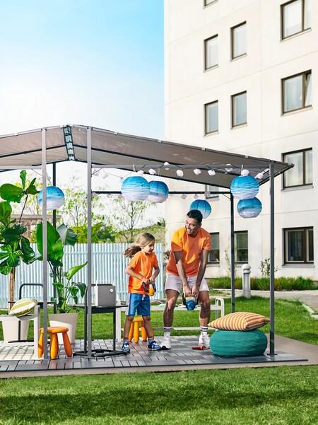 Entre las novedades de Ikea esta temporada, dos cenadores de jardín o terraza de fácil instalación