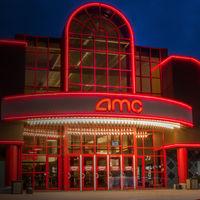 Los cines quieren entrar a la guerra del streaming: la cadena más grande del mundo permitirá rentar o comprar películas de estreno