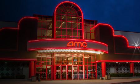 Los cines quieren entrar a la guerra del streaming: la cadena más grande del mundo permitirá alquilar o comprar películas de estreno