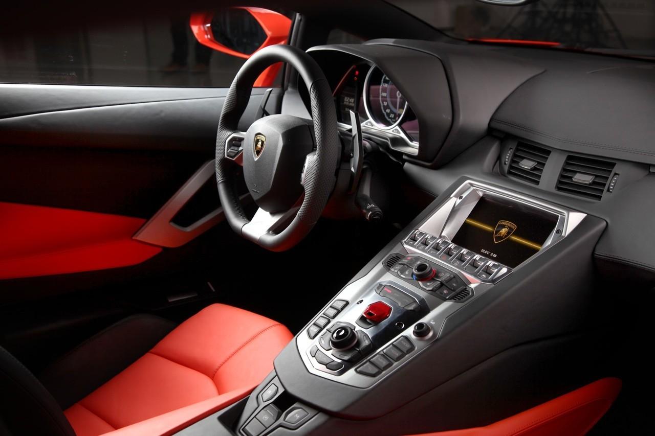 Foto de Lamborghini Aventador LP700-4 (28/62)