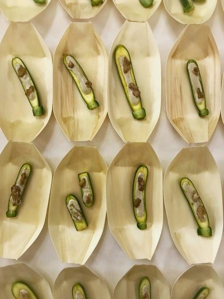 Crema de anchoas, nueces verdes y calabacín
