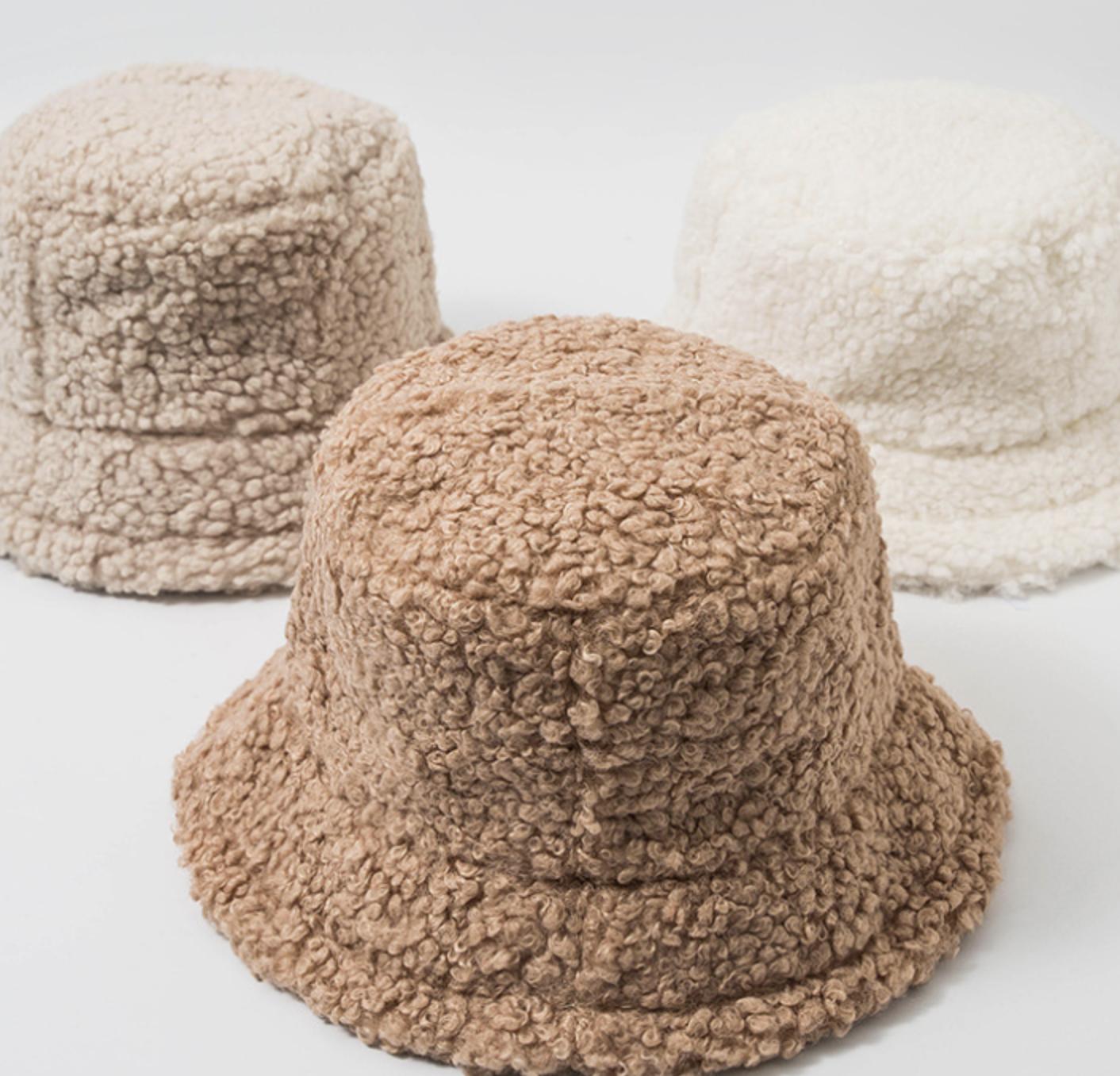 Sombrero de piel sintética de cordero